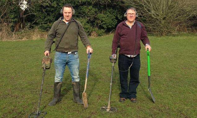 Two metal detector enthusiasts find Bronze Age burial ground in Lancashire
